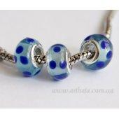 Бусина голубая с синими пятнышками