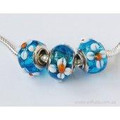 Бусина Голубая с белыми цветочками и оранж серединками