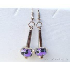 Серьги с бусинами фиолетовые с черными сердечками